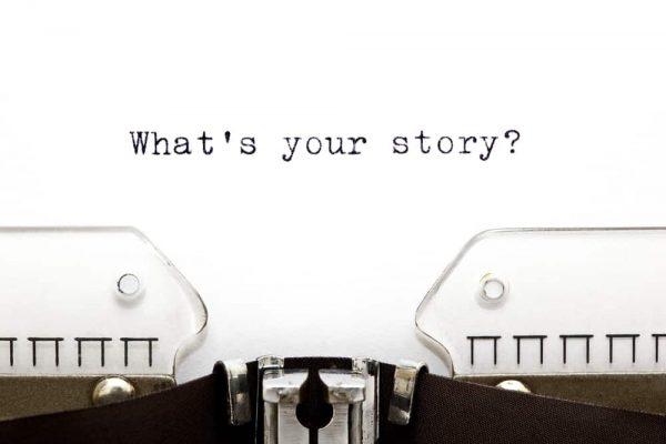Schreibmaschine mit Schrift What s your story